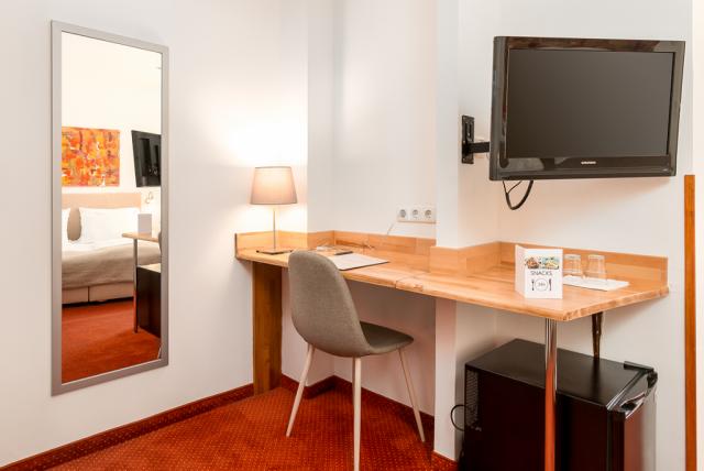 pic_doubleroom-desk